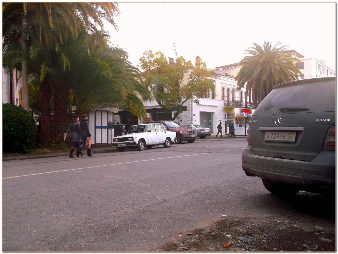 "Александр Шоуа из группы ""Непара"" в Абхазии, на улицах г.Сухум."