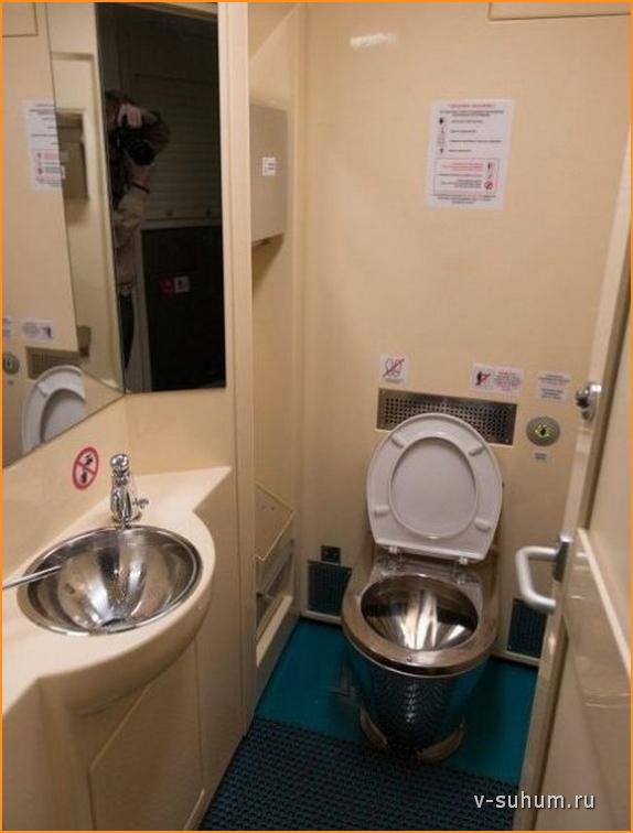 Туалет на втором этаже поезда