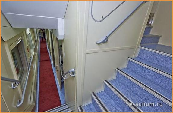Лестница на второй этаж вагона