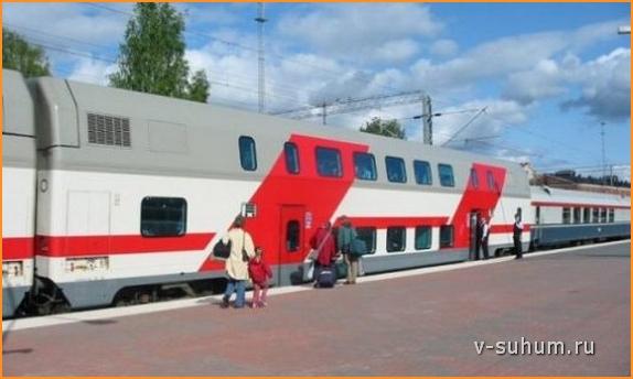 Двухэтажный поезд Москва-Адлер смотрится необычно