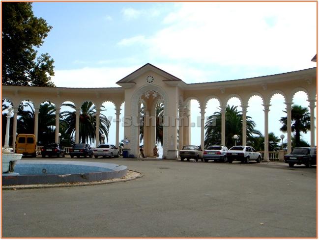Курорты Абхазии Гагры фото колоннада